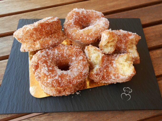 Rosquillas fritas de anís tradicionales