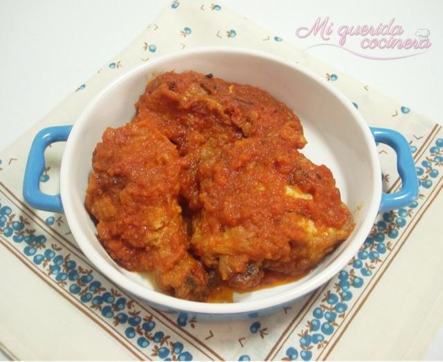 Trozos de pollo con tomate receta clásica