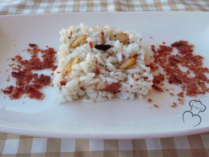 Ajillo de arroz cocido con jamón serrano