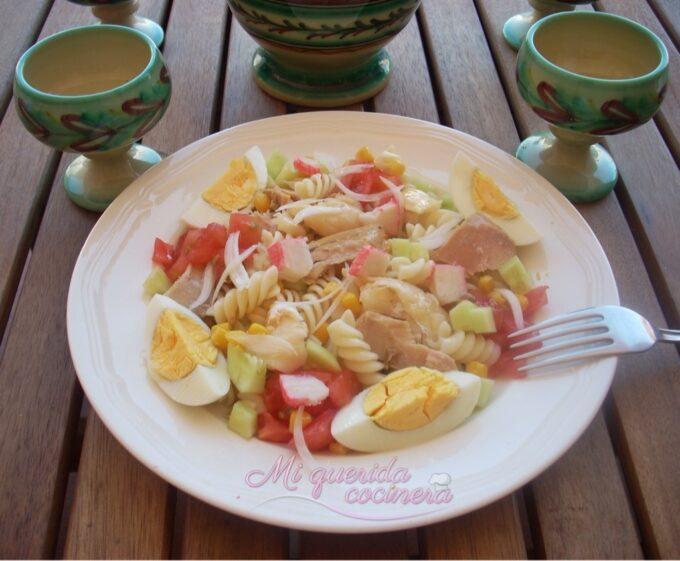 Espirales en ensalada con huevo