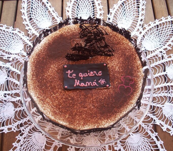 Tiramisú clásico italiano en tarta