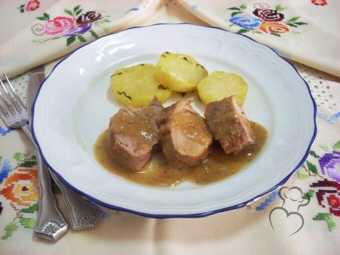 Solomillos de cerdo en salsa de almendra y naranja