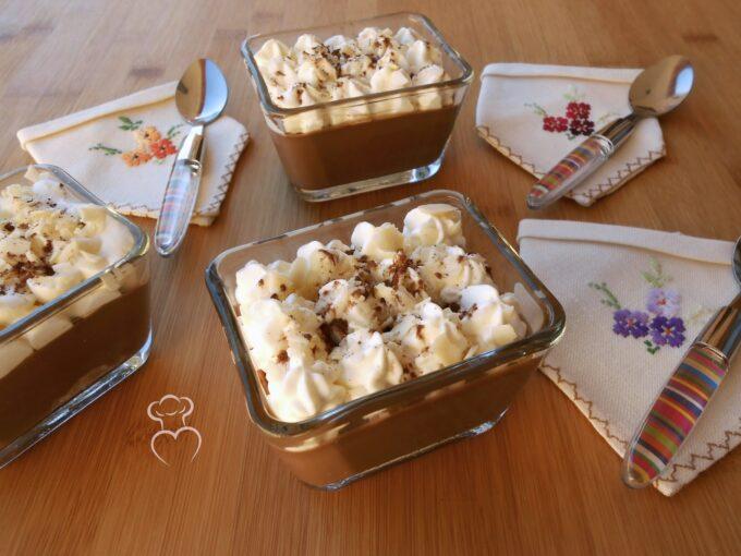 Chococrema con nata y almendra