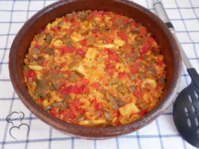 Sepia con arroz y verduras en cazuela