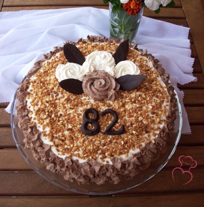 cumpleaños tarta nata almendra