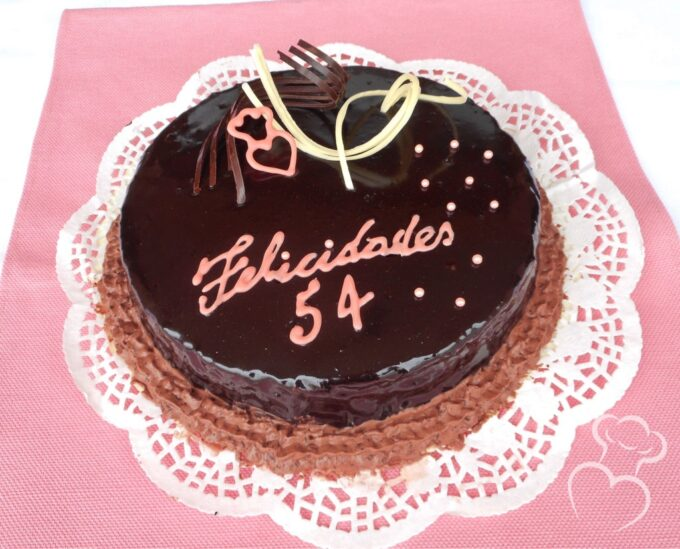 Tarta chocolate glaseado espejo