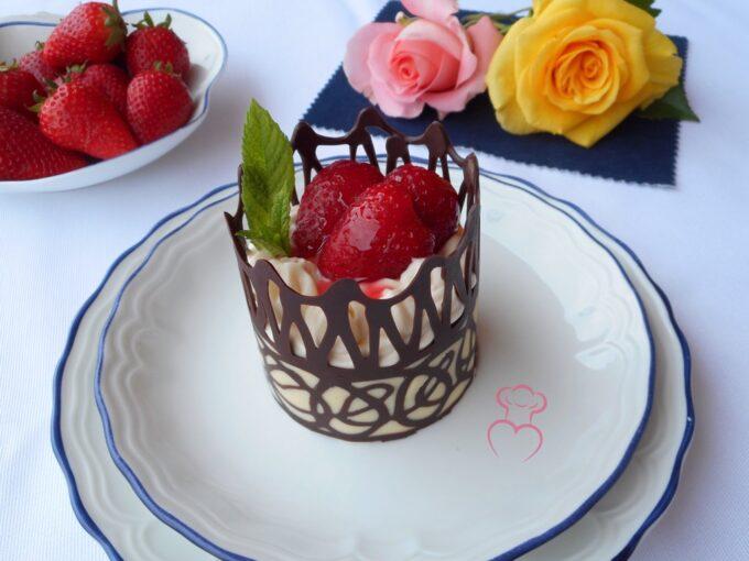Cesta de chocolate con fresas