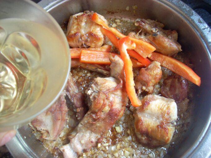 Conejo salsa cava