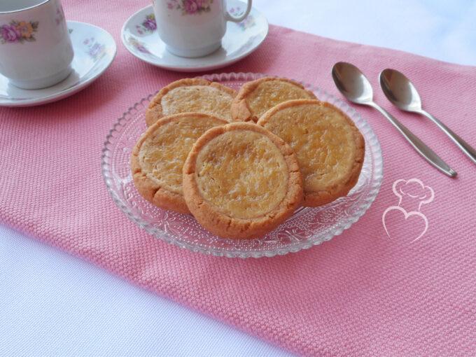 Galletas rellenas con crema de queso