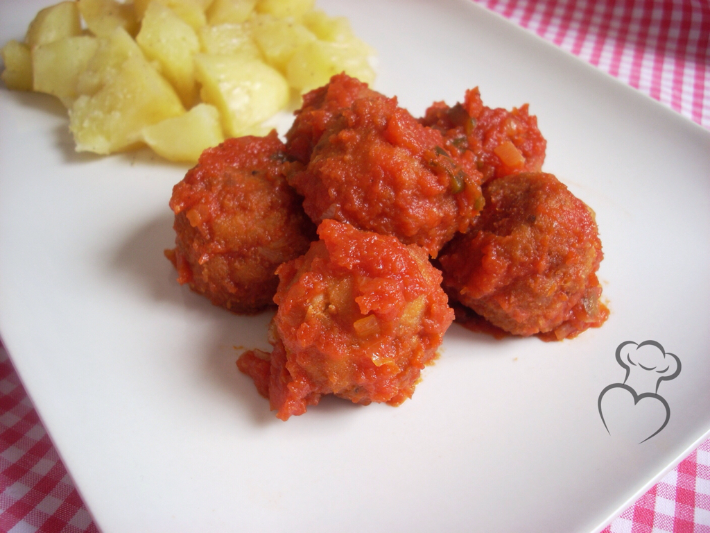 Albóndigas de pollo con tomate