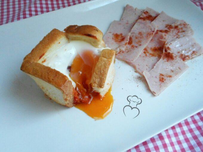 Huevos con jamón en pan de molde