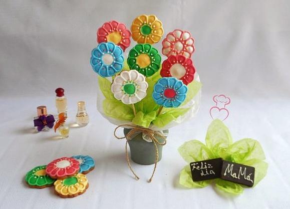 Flores de galleta con glasa de colores