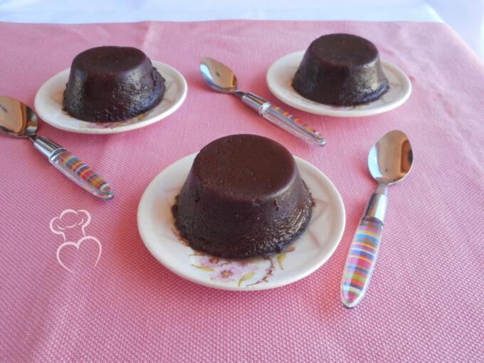 Canelé, pastel francés de chocolate y ron