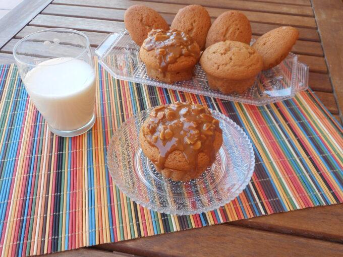 Magdalenas con dulce de leche y almendras
