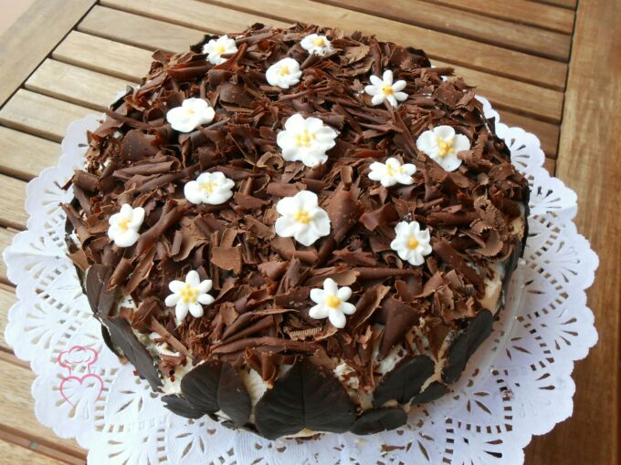 Tarta de nata con chocolate