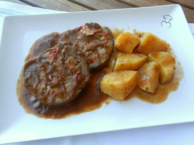 Ternera rellena al horno con salsa española